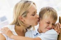 <i>Moms</i>, si Kecil Tak Boleh Dipaksa Mencium Jika Tidak Ingin <i>Lho</i>! Ini Efek Negatifnya
