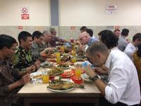 Cerita Menteri Perdagangan Australia yang Gemar Makan di Pinggir Jalan: Itu Enak!