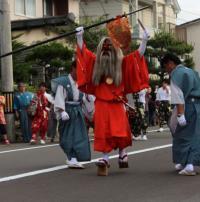 Mengenal Debus ala Jepang, Ada Makhluk Merah Seram Jalan di Atas Api