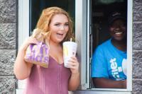 Unik! Siswi SMA Ini Jadikan Restoran Fast Food sebagai Tema Foto Buku Tahunan