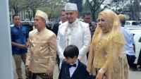 Dengan Beskap Putih Tulang, Husein  Idol  Tampil Menawan Jelang Akad Nikah