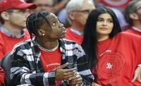 Hamil? Kylie Jenner Ubah Gaya Busana dengan Model <i>Oversized</i>