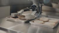 Canggih! Restoran Ini Gunakan Robot untuk Memanggang Daging Burger