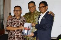 Dilantik Jadi Gubernur-Wakil Gubernur DKI Jakarta, Anies-Sandi Ajak Anak Muda Berolahraga