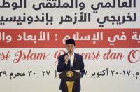 Malam Jumat, Jokowi Kenakan Sarung lalu <i>Blusukan</i> ke Mal Mataram