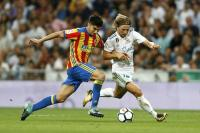 Bursa Transfer Kembali Dibuka 1 Januari 2018, Man United Siap Angkut Gelandang Serbabisa Valencia