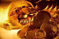 Dolar Anjlok, Emas Berjangka Meroket hingga 1%