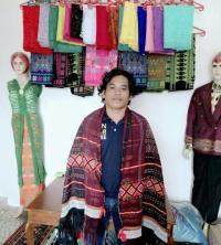 Menemui Penenun Baju Adat Resepsi Kahiyang-Bobby di Medan, Andalkan Gedogan untuk Hasilkan Motif Unik