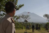 Aktivitas Vulkanik Gunung Agung Menurun, Sejak Pagi hingga Siang Ini Hanya 4 Kali Gempa