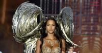 Penampilan Lais Ribeiro Pakai Lingerie Rp27 Miliar di Victoria's Secret Fashion Show