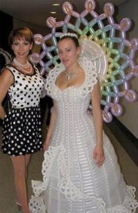 Tampil Anti Mainstream, Gaun Pernikahan Berikut Terbuat dari Balon hingga Popok Bayi