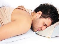 Awas! Sering Tidur Tengkurap Bahayakan Tulang Punggung dan Leher