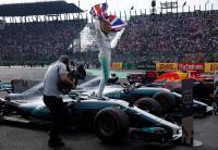 Lewis Hamilton Tak Berambisi Pecahkan Rekor Michael Schumacher
