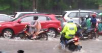 Ini Tips Agar Mobil Tak Mogok saat Menerobos Banjir