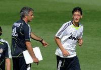 Lepas Mkhitaryan, Man United Gaet Mesut Ozil