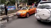 Bikin Heboh, Ini Video Mobil Bermuka Dua di Bandung