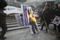 Delegasi Korut Tiba di Seoul, Demonstran Bakar Foto Kim Jong-un
