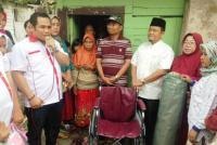 DPW GRIND Perindo Jambi Bagikan Kursi Roda dan Peralatan Salat