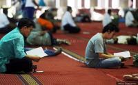 Pelajar Muslim di Bintan Wajib Mengaji 15 Menit di Sekolah