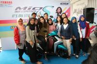 Ratusan Isyanation Antusias Temui Isyana di <i>Meet & Greet Roadshow Concert</i> Surabaya