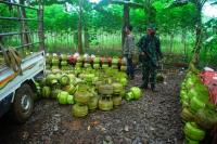 TNI Gerebek Pabrik Pengoplos Gas di Bogor