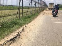 Pengendara Keluhkan Jalan Perimeter Utara Bandara Soetta yang Mengalami Kerusakan Parah