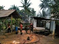 Tak Hati-Hati saat Masak Sarapan, Rumah Pangkalan Gas Terbakar