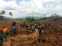 Hujan Deras Berisiko Longsor, Basarnas Hentikan Pencarian Korban Longsor Brebes