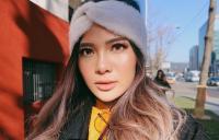 Trik Tampil Simpel untuk Wajah Berminyak ala Make-Up Artist Vinna Gracia