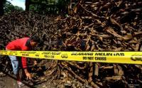Petugas Kembali Temukan Tumpukan Kulit Kabel di Gorong-Gorong Medan Merdeka Selatan