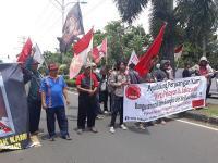 Massa Korban Penggusuran Desak Pemkot Bekasi Tanggung Jawab