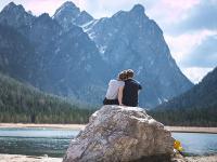 8 Tips Asyik Bepergian dengan Pasangan, Pilih Perjalanan yang Ringan