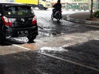 Kondisi Jalan Komsen Bekasi Rusak Parah