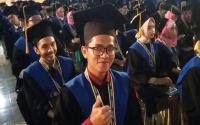 Sempat Dilarang Kuliah, Marbot Masjid IPB Jadi Wisudawan Terbaik
