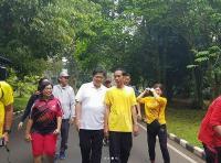 Olahraga Bersama Jokowi Sinyal Jadi Cawapres, Airlangga: Masih Terlalu Pagi