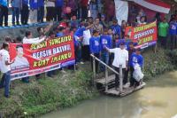 Ganjar Pranowo Tebar Bibit Ikan di Sungai Baki sebagai Aksi Peduli Sungai