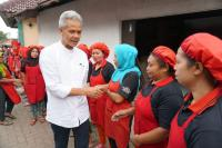 Pertenak Curhat ke Ganjar Pranowo soal Terjun Bebasnya Harga Telur