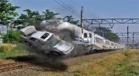 Sopir Nekat Terobos Palang Pintu, 3 Penumpang Avanza Tewas Dihantam Kereta