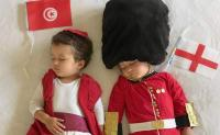 Menggemaskan, Bayi Kembar Ini Didandani Kostum Negara yang Ikut Piala Dunia