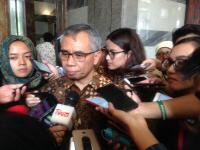 OJK Ingatkan Bank Tak Naikkan Suku Bunga Kredit