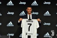 Kehadiran Ronaldo Jadi Stimulus Bek-Bek Italia untuk Berkembang