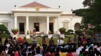 "Jokowi ""Sulap"" Halaman Istana Jadi Arena Bermain Anak-Anak"