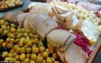 Pengantin Ini Sajikan 'Makanan Sisa' Kepada Para Tamu Undangan