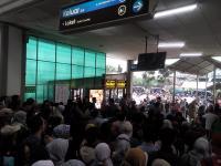 Tiket Elektronik Sudah Dapat Digunakan, tapi Antrean Panjang Terjadi di Stasiun Depok Baru