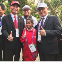 Mendikbud Foto Bareng Joni, Sang Pahlawan Tiang Bendera
