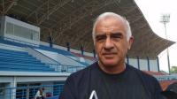 Pelatih Persib Tidak Setuju Laga Kontra Persija Diundur