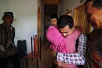 Tangis Haru Keluarga Sambut Kepulangan Korban Penyanderaan Abu Sayyaf di Selayar