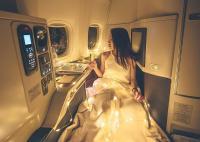 Unggah Foto Glamor 'Penuh Usaha' di Pesawat, Influencer Asal Hong Kong Ini Tuai Kritikan