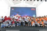 Indahnya Momen Tons of Real Happiness Berbagi Kebahagiaan Bersama Anak Yatim di Makassar