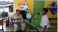 Viral Video Guru dan Murid Nyanyi Lagu Metal di Depan Kelas, Netizen : Tamat Sekolah Auto Gondrong Ini Anak